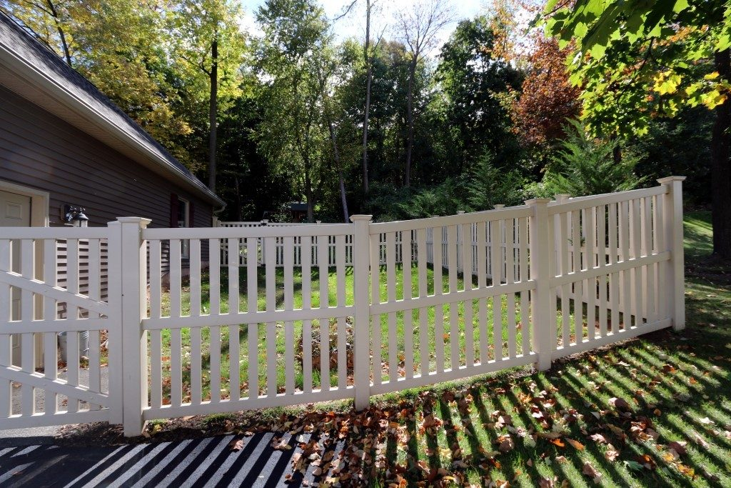 Columbia Standard Yard Fence