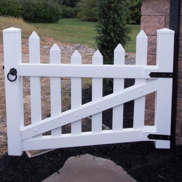 Vinyl Herkimer Fencing with Concave Top in White
