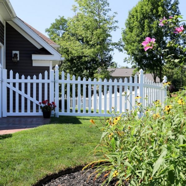 White Herkimer Fencing with Concave Top