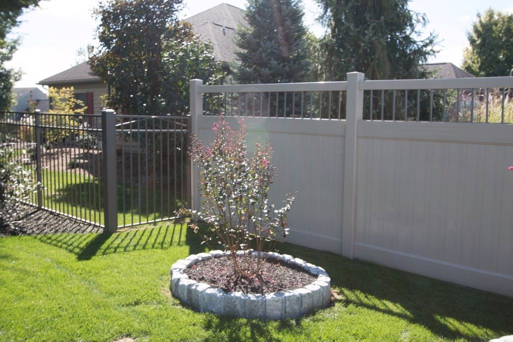 Fulton Privacy Alum Spindle Top Privacy Fence