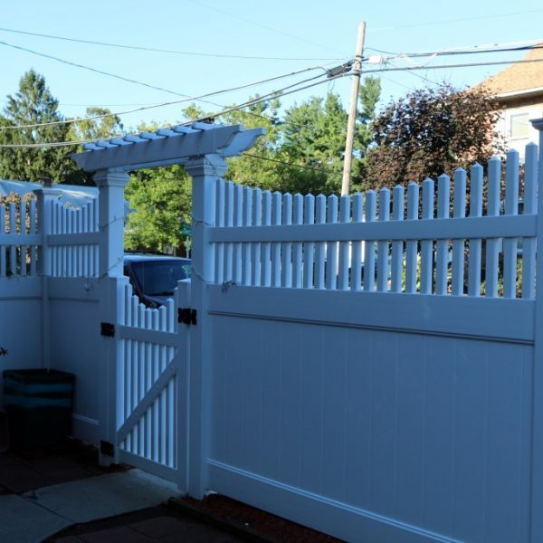 Fulton Privacy Fence with Franklin Concave Top