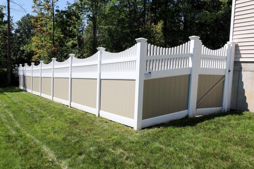 Fulton Privacy Franklin Concave Top Privacy Fence