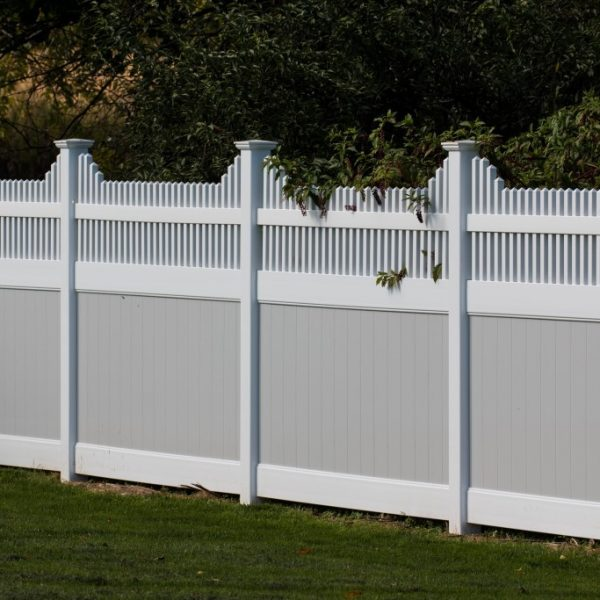 Vinyl Fence with Franklin Step Top