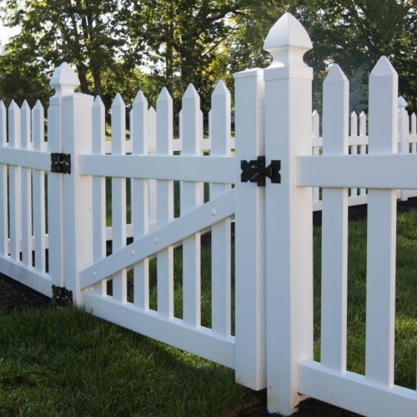 Vinyl Fence with Herkimer Straight Top