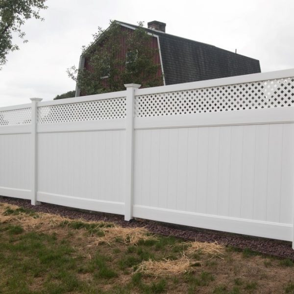 Vinyl Fulton Privacy Fence with Lattice Top