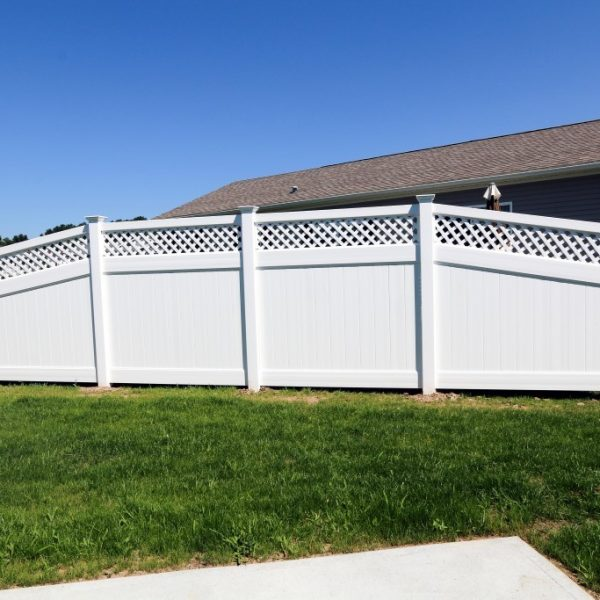 Fulton Privacy Fence with Lattice Top in White