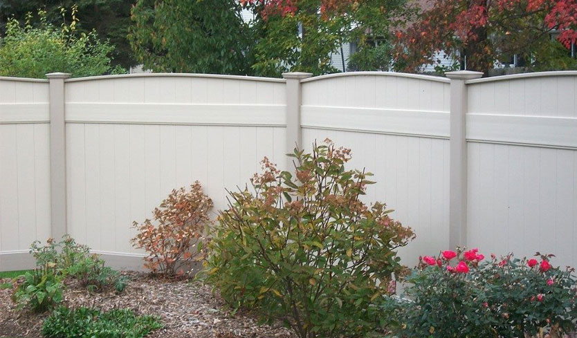 rounded privacy style fencing to keep dogs in your yard