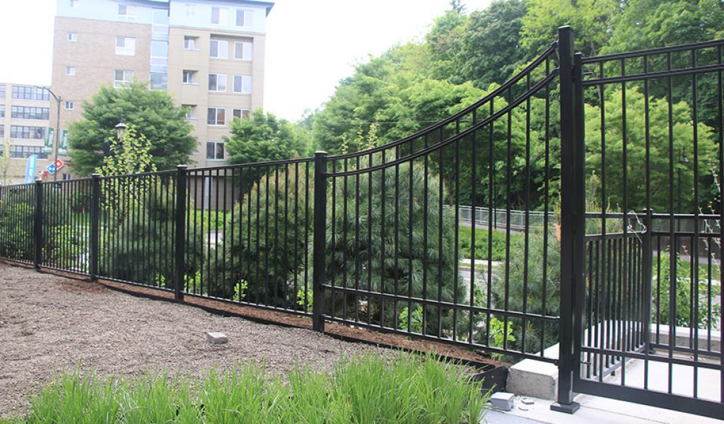 low maintenance custom swoop aluminum fence