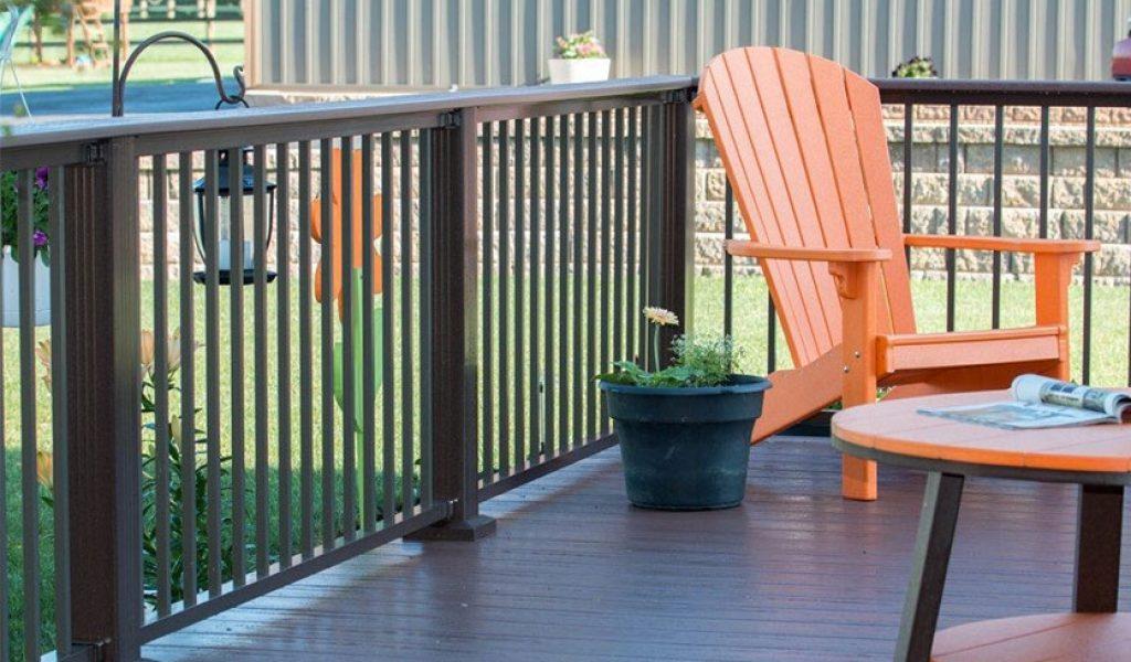low-maintenance aluminum deck railing