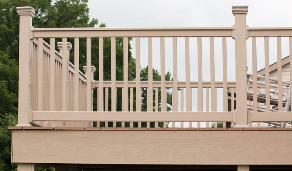 low-maintenance vinyl deck railing