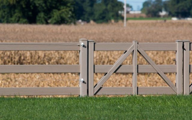 Synthetic Fences: Vinyl, Faux Wood, & Aluminum